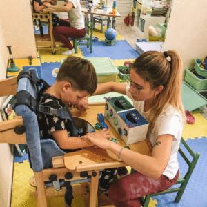 Спеціалісти дитячого реабілітаційного центру Наш Всесвіт